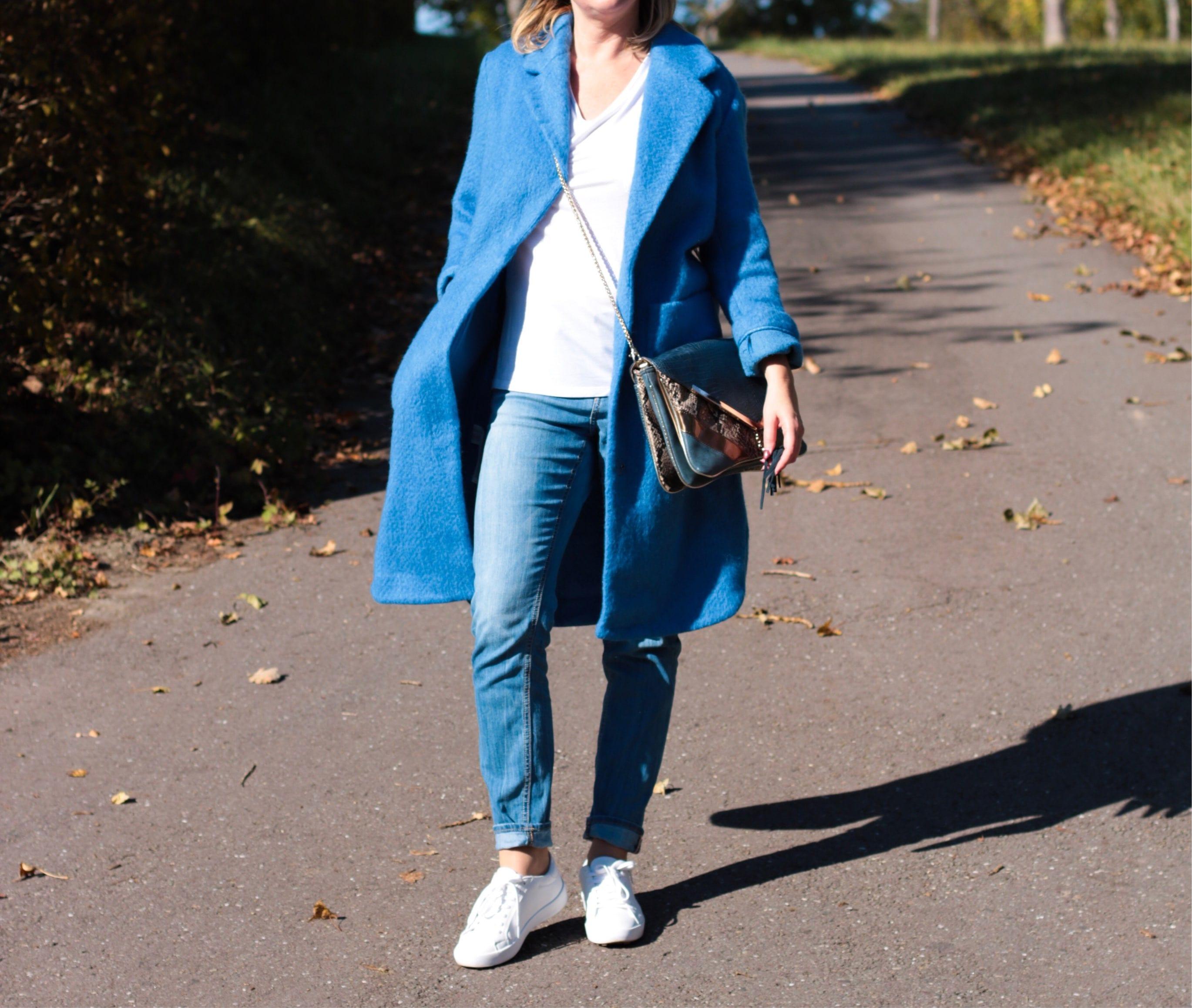 Adieu Tristesse – blauer Mantel von Mango