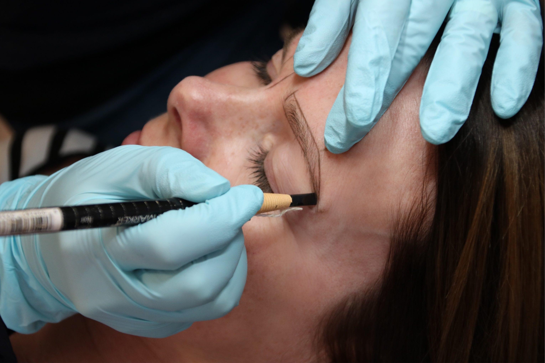 Meine Erfahrungen mit Microblading: Das neue Permanent-Make-up für dauerhaft schöne Augenbrauen im Selbsttest