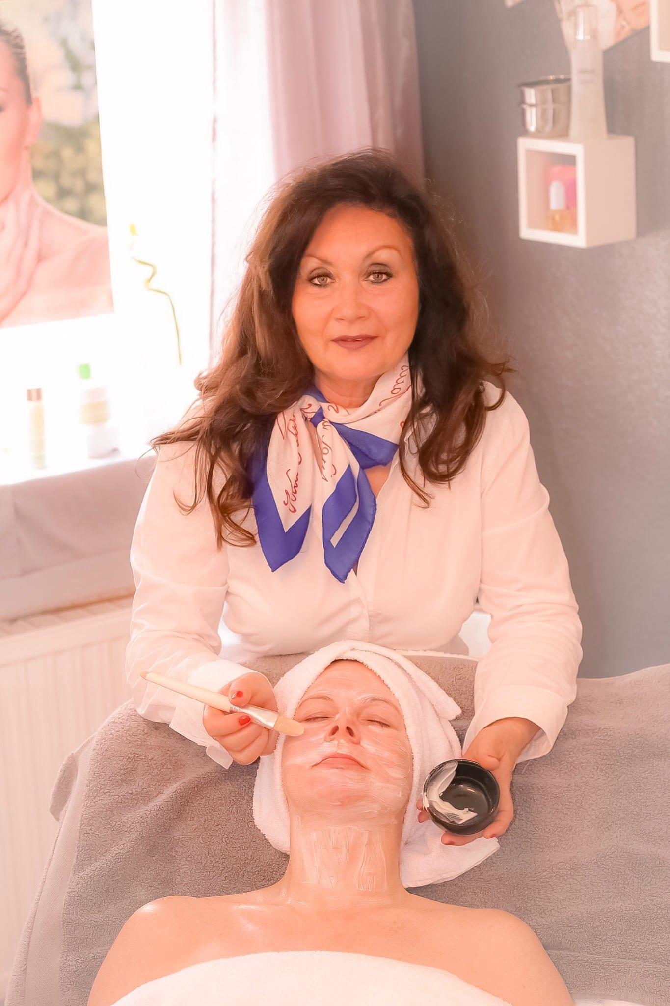 Kosmetikerin in Saarbrücken