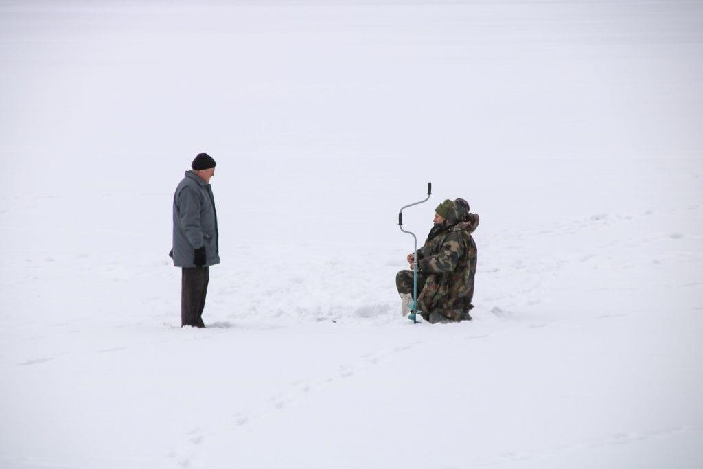Eisfischen in Trakai Litauen