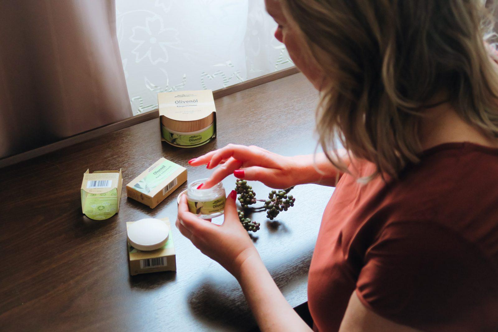 Die nachhaltige Bio-Olivenöl-Pflegeserie von medipharma cosmetics aus der Apotheke im Test